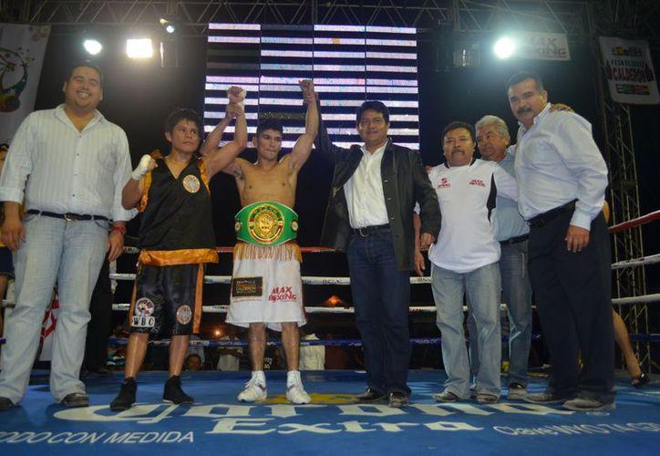 Con la victoria ante el chiapaneco 'Tigrillo' Pérez, Yedras llegó a 20 peleas. (SIPSE)