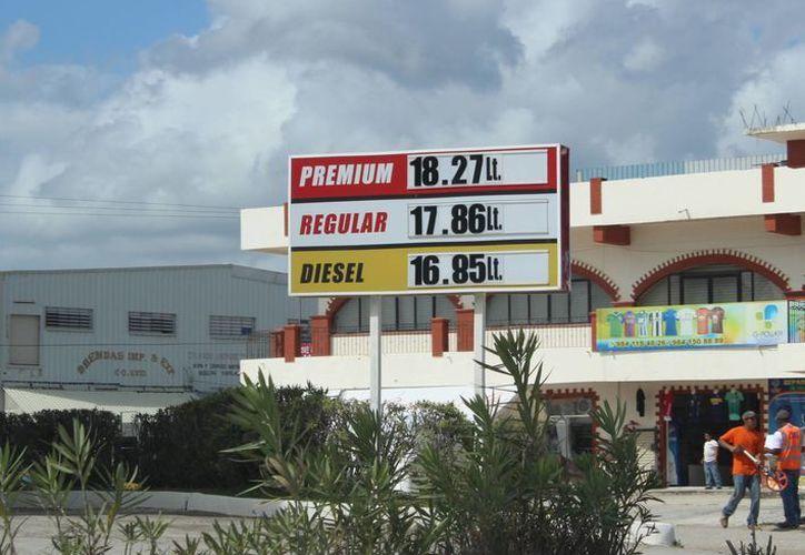 El llamado paraíso fiscal al día registra un ingreso de tres mil vehículos. (Eddy Bonilla/ SIPSE)