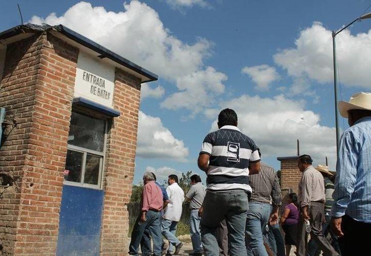 Los productores de caña piden al ingenio que no suspenda los pagos a los cañicultores. (Edgardo Rodríguez/SIPSE)