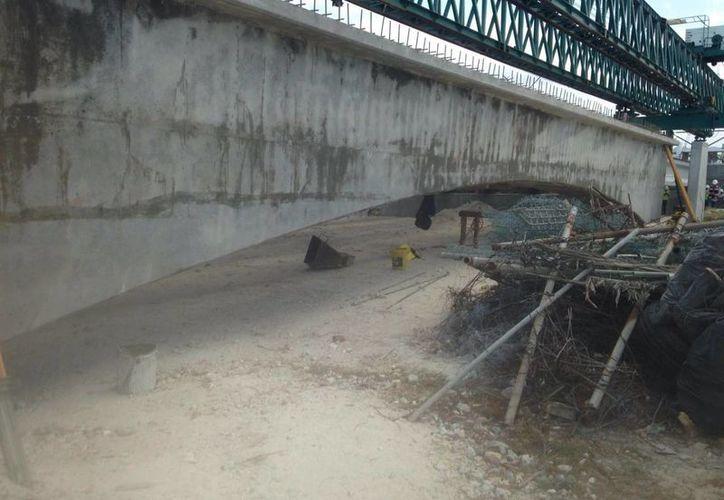 Imagen de la instalación de la nueva estructura del Viaducto Alterno al muelle de Progreso. (Gerardo Keb/SIPSE)