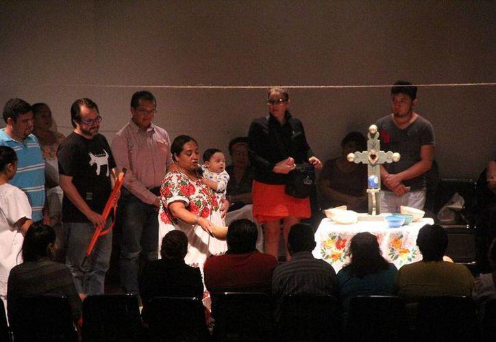 Aspecto de la obra de teatro 'Del manantial al corazón', que se estrenó esta semana en el Centro Cultura Olimpo, en Mérida. (José Acosta)