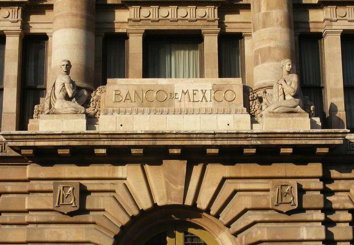 El Banco de México informó que de acuerdo con economistas del sector privado los intervalos de crecimiento económico para este año son de entre 2.5 y 2.9 por ciento. (Archivo/Agencias)