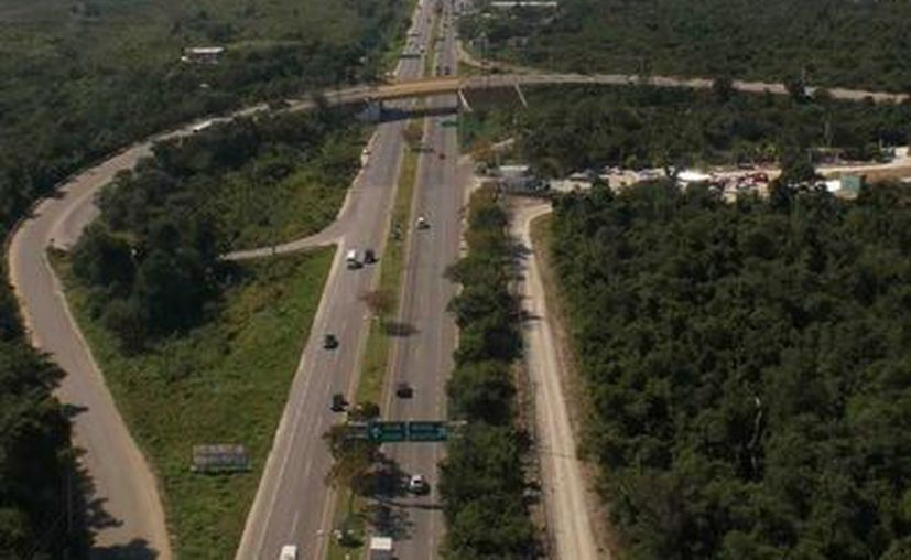 las principales causas de accidentes en carretera son atribuibles al error humano. (Redacción/SIPSE)