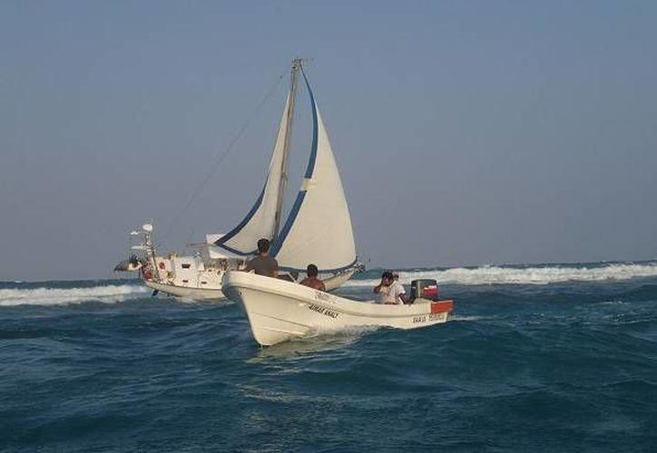 El buque velero varado provocó un daño de por lo menos 50 metros cuadrados de arrecife. (Archivo/SIPSE)