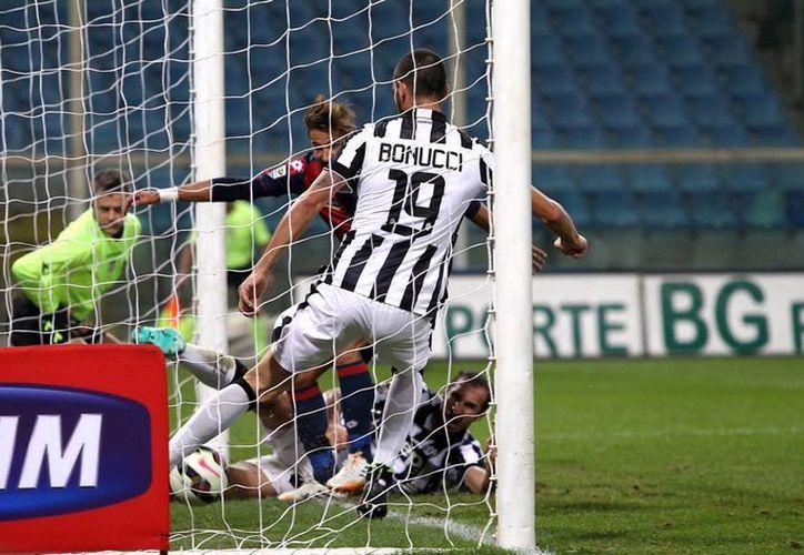Luca Antonini hizo el único del Genoa y del partido contra Juventus en un contragolpe. (Foto: AP)