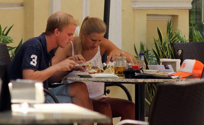 El área restaurantera es una de las más afectadas con los constantes aumentos del dólar frente al peso. (Milenio Novedades)