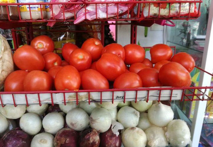 El precio del tomate es unos de los productos que sufrió aumentos en los últimos días. (Milenio Novedades)