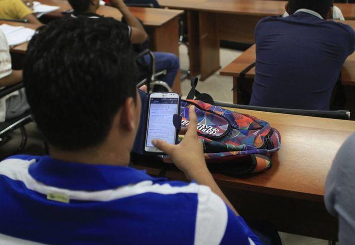 Al menos 378 millones de usuarios fueron víctimas de un delito cibernético, el año pasado. (Harold Alcocer/SIPSE)