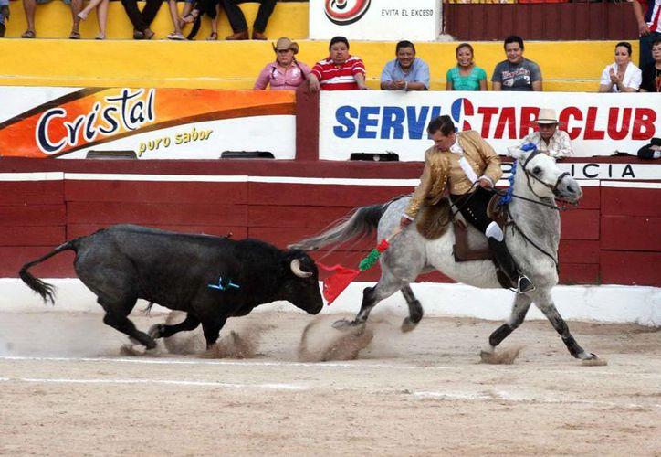 Se espera buena asistencia para la tradicional corrida de rejones.  En la tradicional corrida de rejones de Año Nuevo (Milenio Novedades)