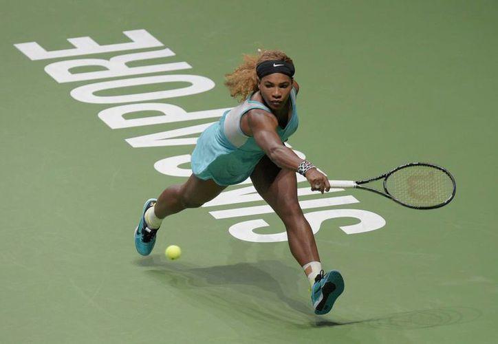 Mientras Serena Williams, número 1 del mundo, todavía no califica a semifinales en la Copa de la WTA, su verdugo Simona Halep, cuarta en el ranking mundial, ya aseguró su pase. (Foto: AP)