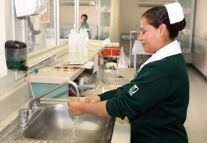 Actualmente 50 de sus hospitales, localizados en 24 delegaciones, integran la Red Hospitalaria de Donación. (Archivo/Notimex)