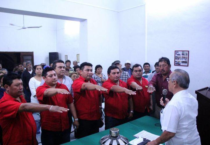 Imagen de la directiva electa que encabeza Ricardo May Sosa, al momento de rendir protesta. (Milenio Novedades)