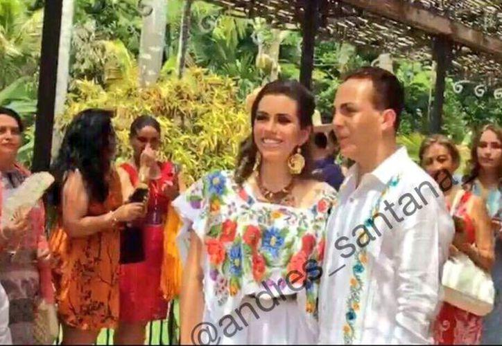 'El gallito feliz' y Carol se casaron por lo civil en una hacienda de Mérida. (Foto: @andres_santana)