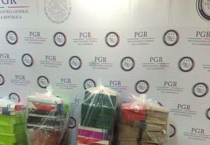 Las diligencias de decomiso de calzado de PGR se realizaron en un tianguis ubicado en la ciudad de Mérida. (Foto cortesía)