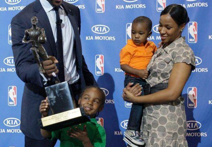 Le Bron James dice que su intención es asegurar que LeBron Jr. disfrute su niñez, por lo que está en desacuerdo con que universidades lo bequen desde ahora. (nydailynews.com)