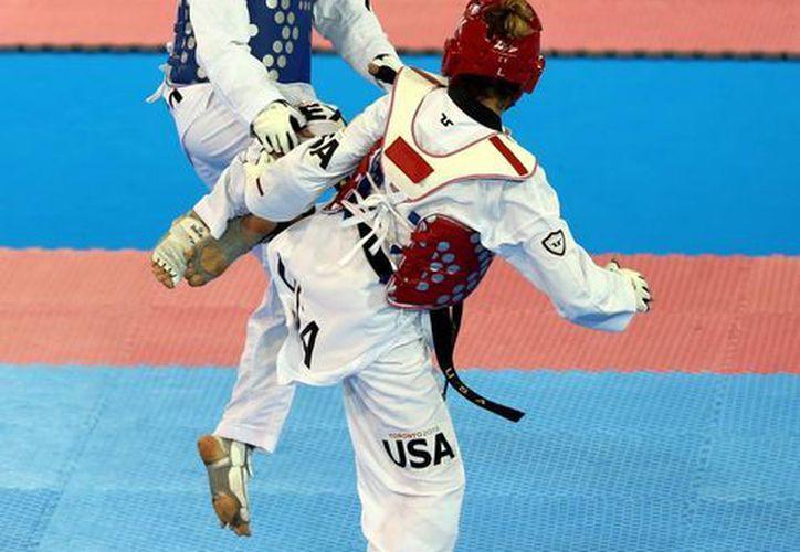 La mexicana María del Rosario Espinoza (azul) cayó en muerte súbita en la final de tae kwon do dentro de los Juegos Panamericanos. (Foto: Notimex)