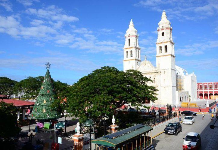 Turisteros meridanos realizaron un recorrido guiado por el centro histórico y los principales atractivos de la ciudad, como su Centro Histórico, barrios y los monumentos de su malecón. (Notimex)
