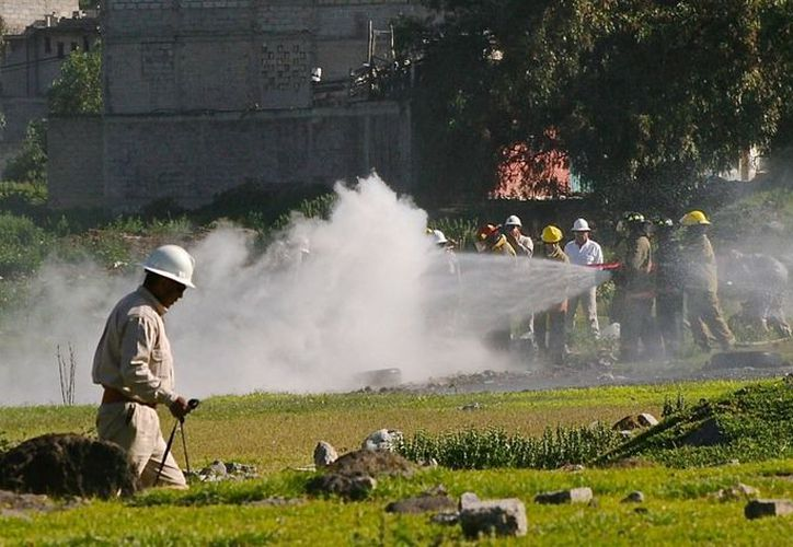 El personal repara la fuga en la zona de La Preciosa Santo Tomás Chiconautla y límites con Pajaritos. (Twitter)