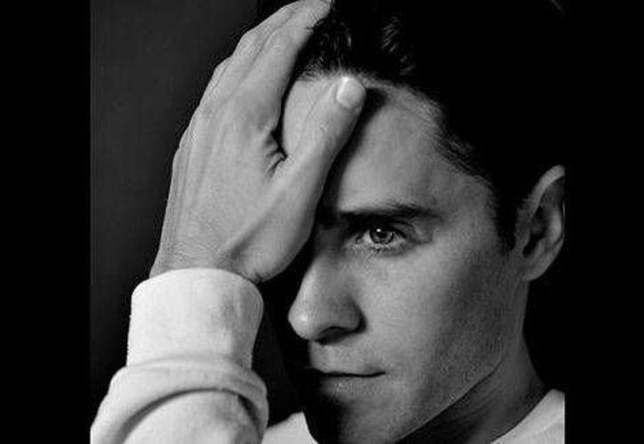 Este es el nuevo look de Jared Leto, quien interpretará a 'El Guasón' en 'El escuadrón suicida'. (@DavidAyerMovies))