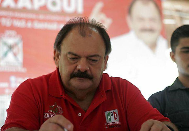 Eduardo Espinosa Abuxapqui se comprometió a mantener una estrecha vinculación con los jóvenes de Othón P. Blanco. (Harold Alcocer/SIPSE)