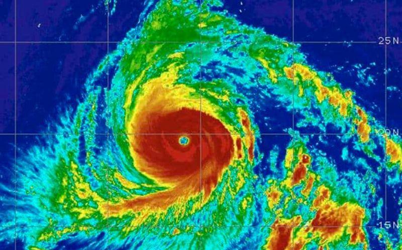 Japón, bajo amenaza por el tifón más potente en 25 años