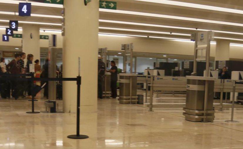 La discriminación es una pesadilla en el aeropuerto de Cancún. (Israel Leal/SIPSE)