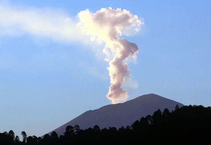 El Cenapred pronostica lluvias de ceniza para las poblaciones aledañas al volcán Popocatépetl. (Notimex)