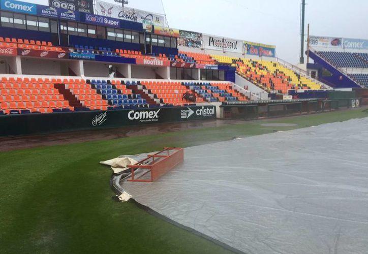 El estadio Beto Ávila quedó afectado por intensas lluvias. (Ángel Mazariego/SIPSE)