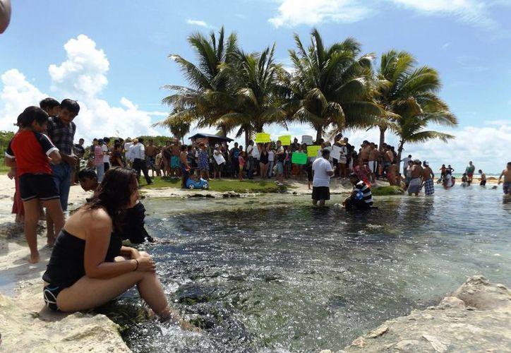 El síndico de Solidaridad indicó que el Ayuntamiento busca la forma de garantizar que el cuerpo de agua que se une al mar en Punta Esmeralda sea público.  (Daniel Pacheco/SIPSE)