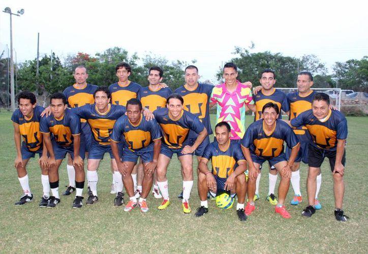 En partido con causa para apoyar a los niños del Caimede, Pumas Retro venció 3-0 a Veteranos de Campo Sueño. (SIPSE)