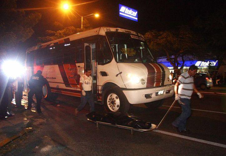 El infortunado ciclista perdió la vida debajo de las llantas de un autobús. (Jorge Pallota/SIPSE)