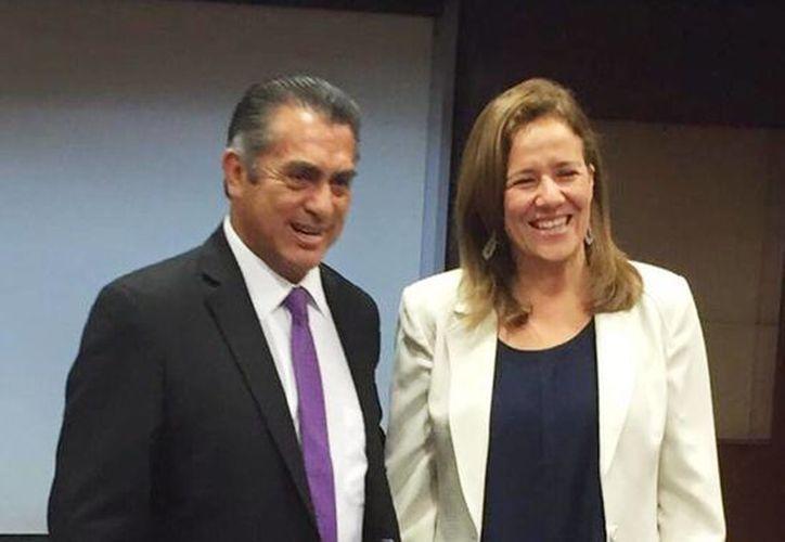 Margarita Zavala acompañada con el gobernador electo de Nuevo León, Jaime Rodríguez, 'El Bronco', en Monterrey. (Tomada de Twitter @JuanIZavala)