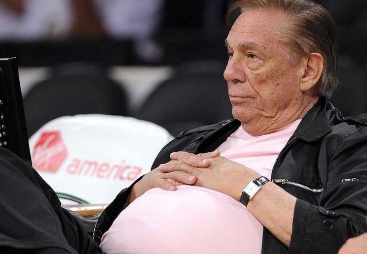 Donald Sterling, aún dueño de los Clippers de Los Angeles enfrenta problemas desde unas declaraciones racistas. (AP/Archivo)