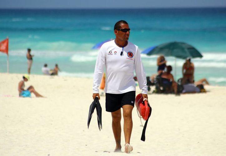 El operativo se despliega por todo el bulevard Kukulcán y en las playas de Cancún, para asegurar el bienestar de los visitantes. (Tomás Álvarez/SIPSE)