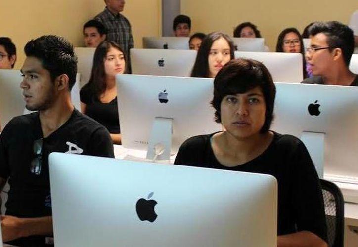 Cada vez más personas ven a la red como una opción para encontrar trabajo. (Milenio Novedades)