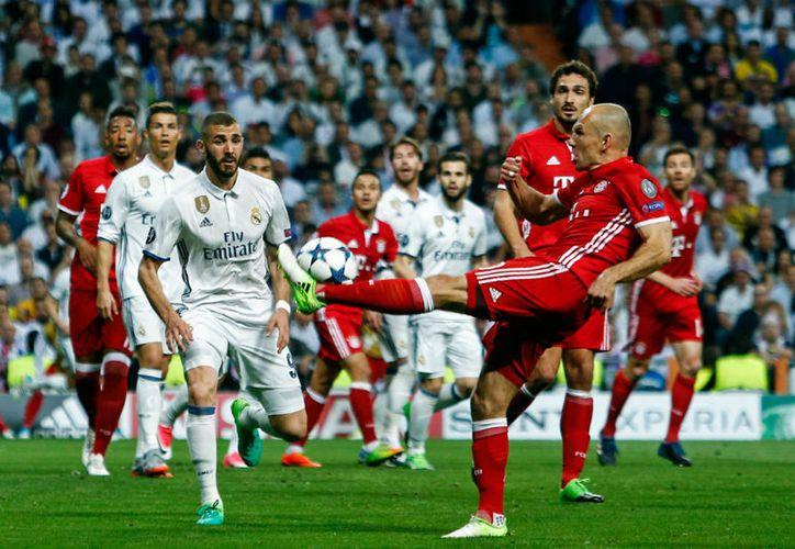 En los primeros minutos del tiempo suplementario el Real Madrid tuvo la iniciativa. (Foto: Agencia)