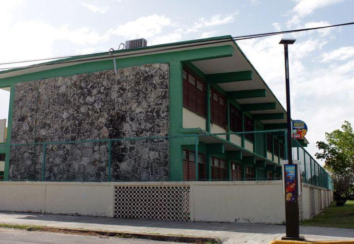 Los maestros siguen dando clases en sus aulas y se reincorporarán junto con sus estudiantes el próximo siete de enero. (Juan Palma/SIPSE)