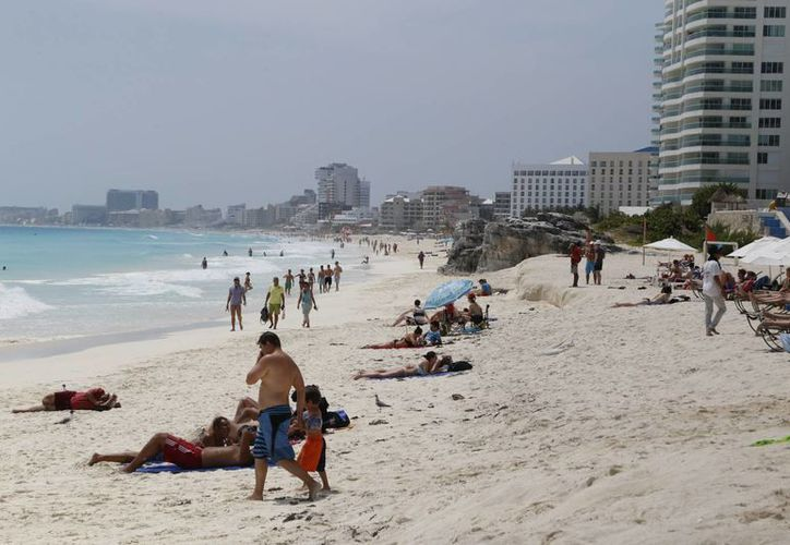 Planean recuperar playas en Playa del Carmen, Cancún, Cozumel y Holbox. (Israel Leal/SIPSE)