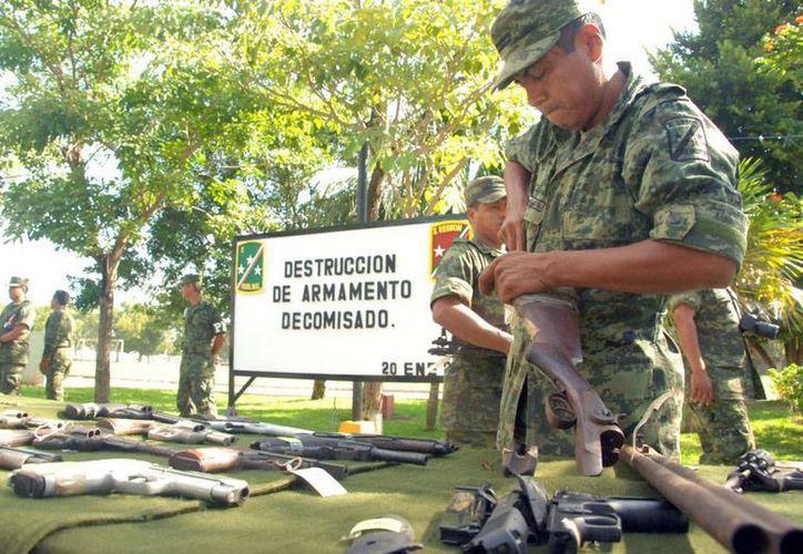 Las armas donadas se destruyen inmediatamente, para no dejar dudas sobre qué pasa con el armamento después de entregado. (Omar Capistrán/SIPSE)