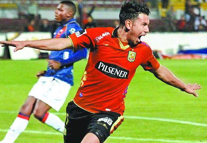 Andrés Ríos celebra un gol con el Deportivo Cuenca. (MILENIO)
