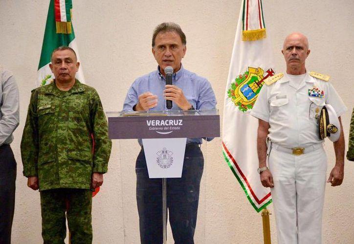 El gobernador de Veracruz informó que la detención de 37 secuestradores se realizó el pasado 31 de diciembre. (Facebook/Miguel Ángel Yunes Linares)