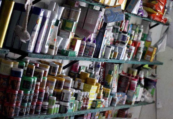 Entre los productos más vendidos están las velas. (Luis Ballesteros/SIPSE)