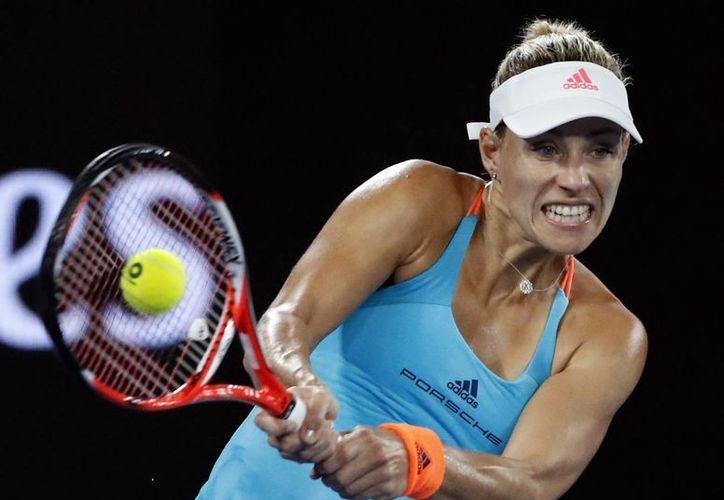 Con la derrota ante la estadounidense Coco Vandeweghe, Angelique Kerber podría perder el puesto uno de la clasificación de la WTA. (Dita Alangkara/AP)