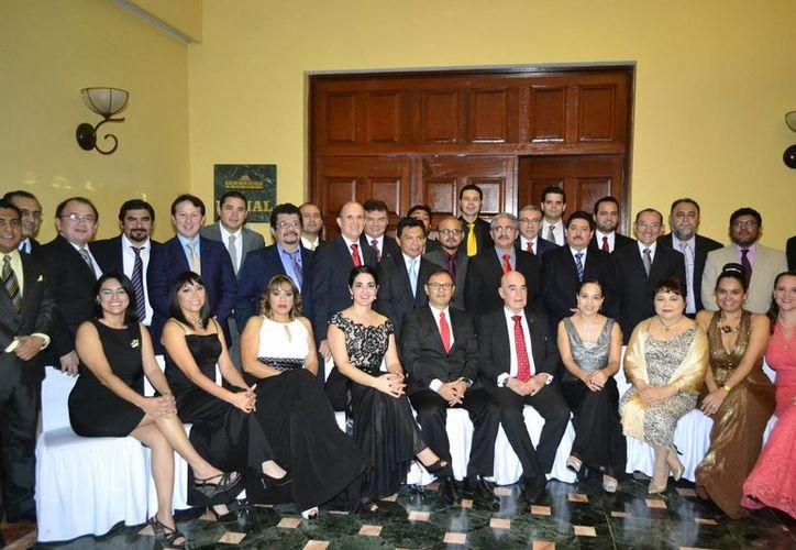 Gerardo Sagols Méndez sustituirá a Sergio Cano Montenegro en la presidencia de la mesa directiva del Colegio de Pediatras de Yucatán, A.C. en el periodo 2017-2018. (Milenio Novedades)