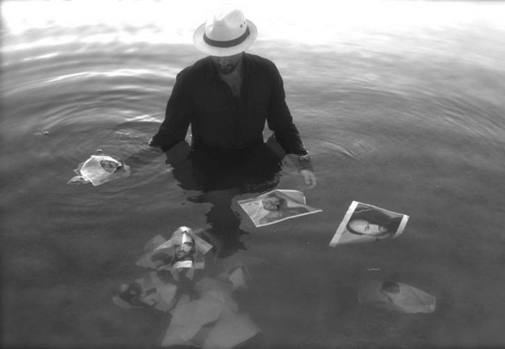La exposición estará integrada por 10 fotografías en blanco y negro retocadas con óleo y encausto. (Redacción/SIPSE)