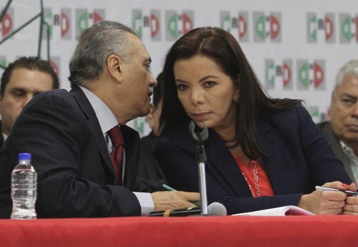 Manlio Fabio Beltrones y Carolina Monroy del Mazo son ahora presidente y secretaria general del Comité Ejecutivo Nacional del PRI. (Notimex)