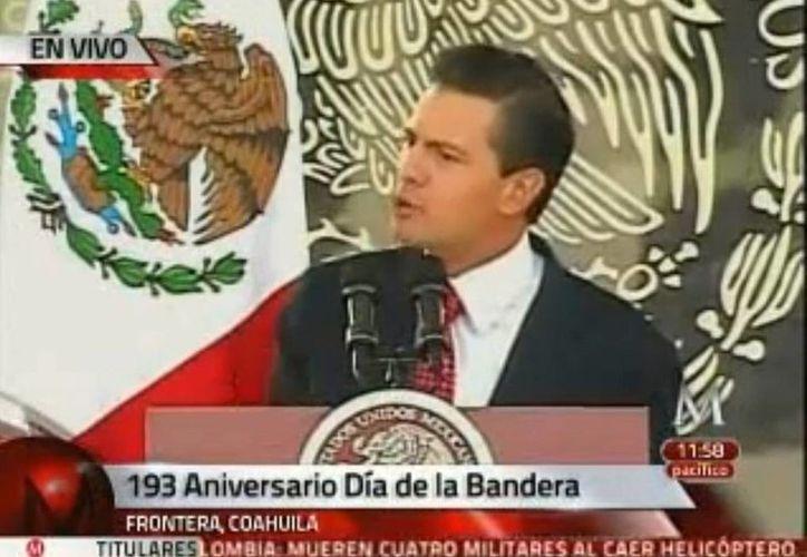 Durante el festejo por el Día de la Bandera, Peña Nieto felicitó a todas las fuerzas federales por la detención en Mazatlán de Joaquín Guzmán Loera, <i>El Chapo</i>. (Captura de pantalla de Milenio)