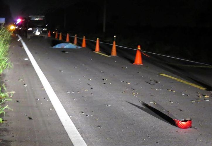 En la carretera Mérida-Peto, un automóvil compacto chocó una motocicleta en la que viajaban dos personas. El accidente dejó saldo de dos muertos. (SIPSE)