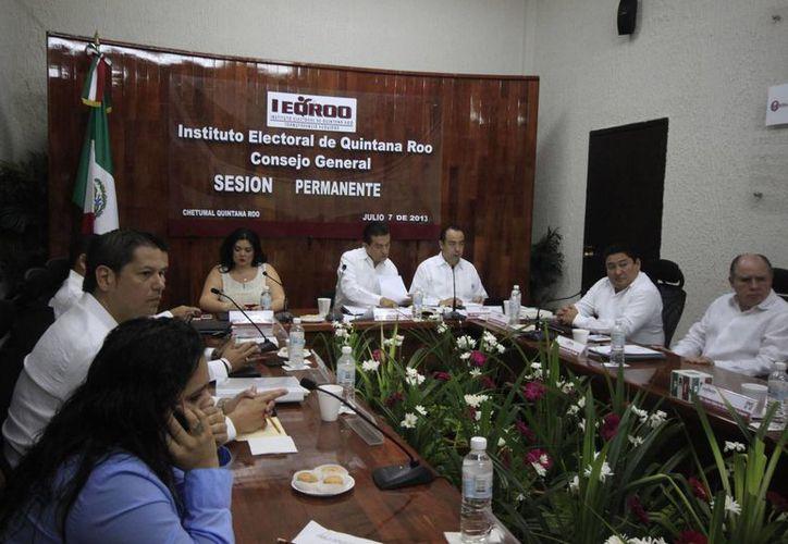 Mayuli Martínez Simón, representante del PAN, dijo que en las casillas 284, 285 y 286 no se dejó votar a la gente. (Harold Alcocer/SIPSE)