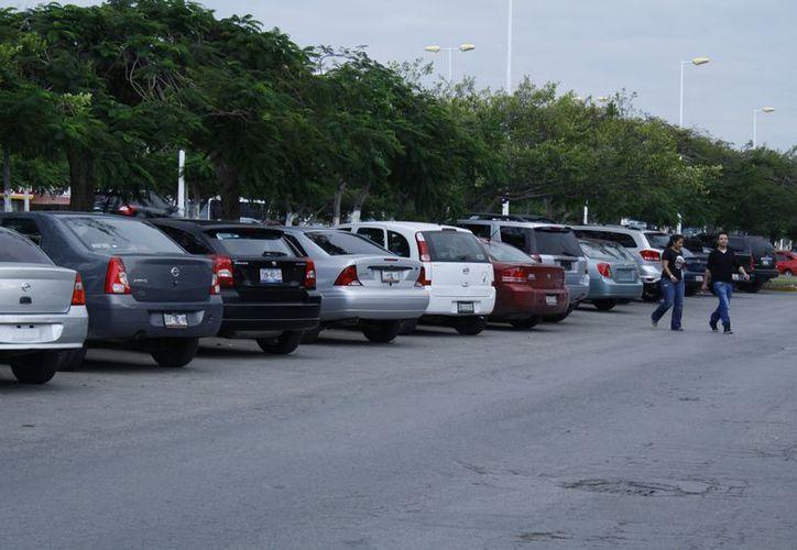 Los delincuentes prefieren atracar los vehículos Tsuru, Jetta, Sentra, Tiida, Bora, Chevy, entre otros. (Juan Estrada/SIPSE)